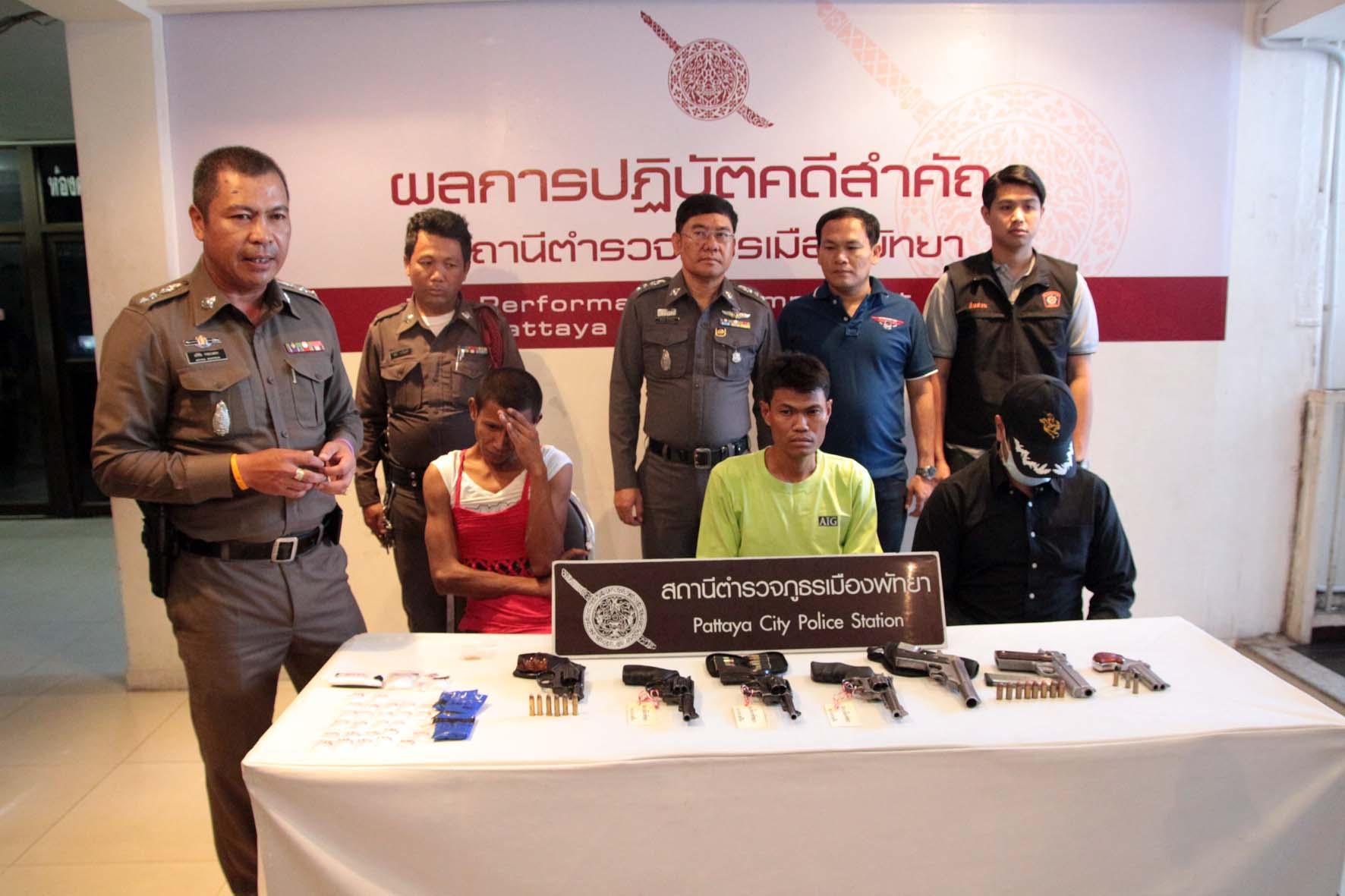 (มีคลิป)  ตำรวจพัทยากวาดจับอาวุธปืน ยาเสพติด และคดีลักทรัพย์
