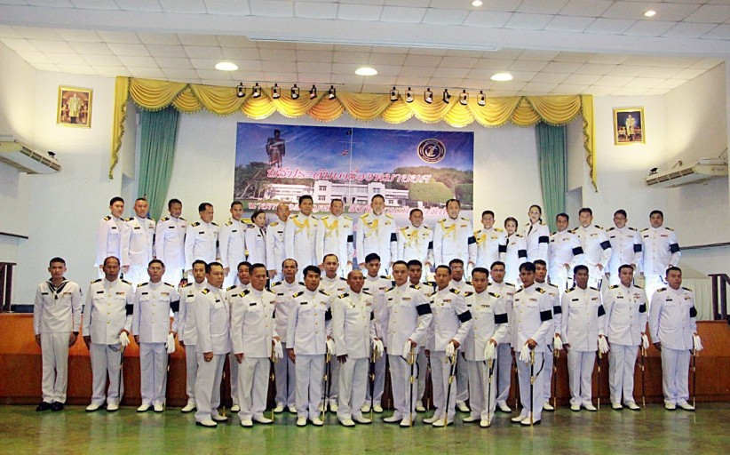 ฐานทัพเรือสัตหีบประดับยศข้าราชการเป็นเกียรติในชีวิตและวงศ์ตระกูล