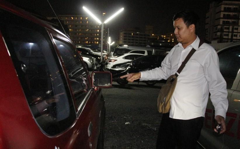 หนุ่มแบงค์ถูกมือดีทุบกระจกรถเจ้าตัวงงสาเหตุ
