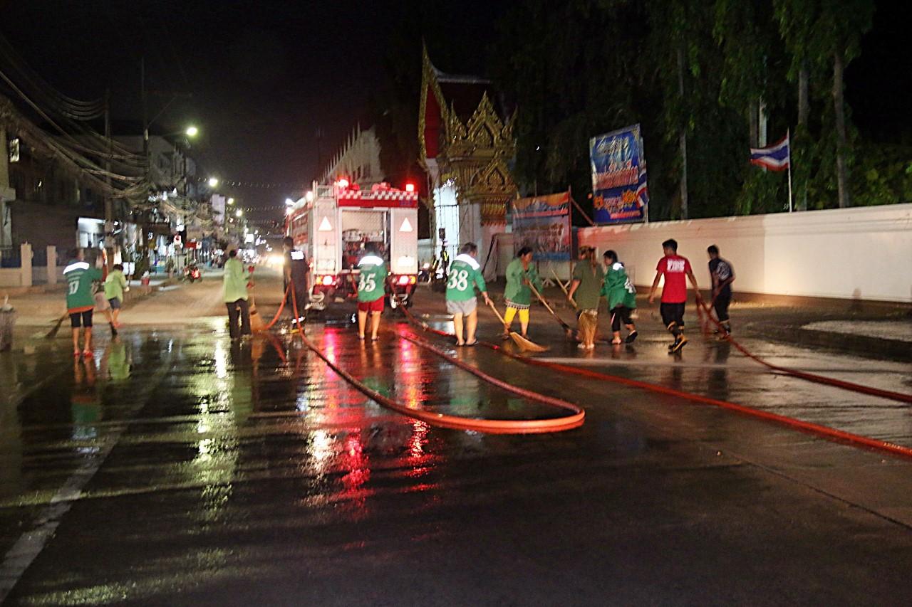 เมืองสัตหีบระดม ทำความสะอาดถนนหลังสงกรานต์