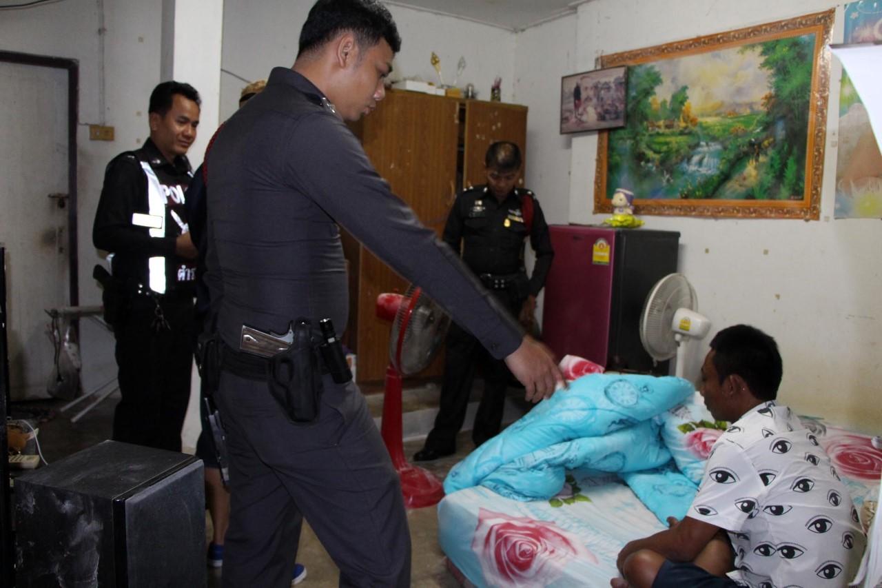 (มีคลิป) วินจยย.รับจ้างพัทยาสุดโหด หลังเมาเที่ยวสงกรานต์ควงปืนปลอมทุบหัวหนุ่มพนักงานโรงแรมเจ็บ