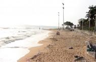 (มีคลิป) คนพัทยาอายหาดพระตำหนักเริ่มทรุดโทรม ผงะ! นักท่องเที่ยวนอนอาบแดดริมชายหาดขยะเกลื่อน