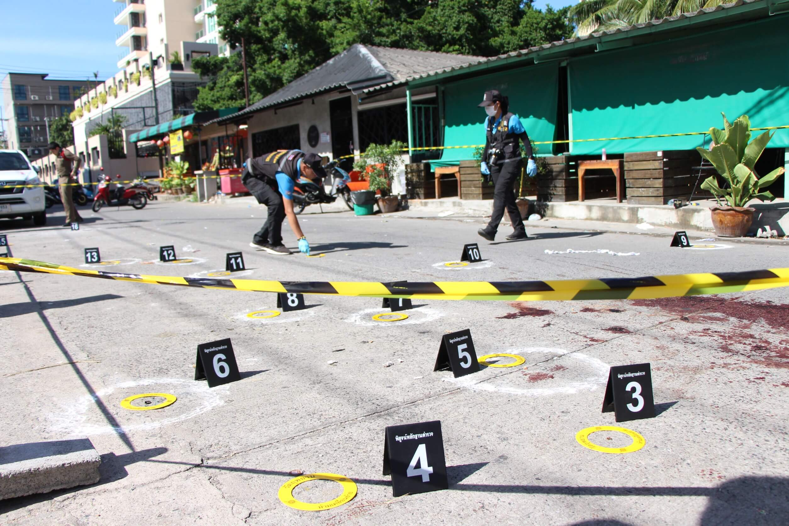 (มีคลิป) วิวาทร้านเหล้า เปิดฉากกระหน่ำยิงเกือบ 10 นัดเข้าหัวสาหัส 2 ราย
